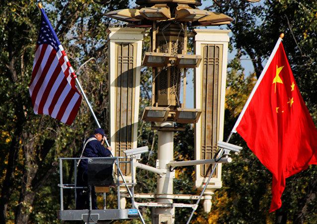 Banderas de EEUU y China (archivo)