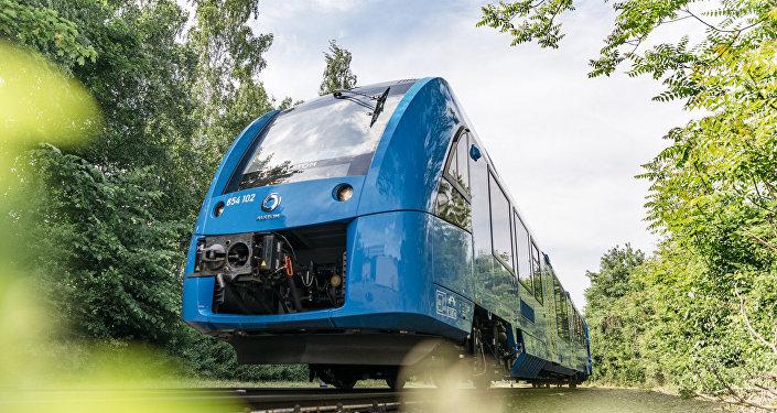 Coradia iLint es una alternativa a los trenes diésel convencionales en las líneas sin electrificación