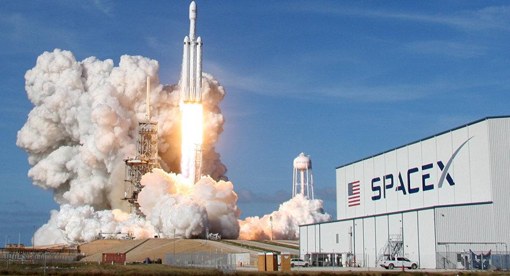 Lanzamiento del cohete Falcon Heavy de SpaceX (archivo)