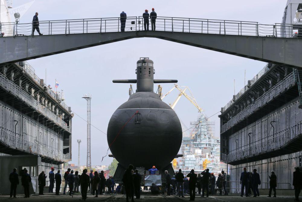Rusia bota su nuevo submarino Kronshtadt