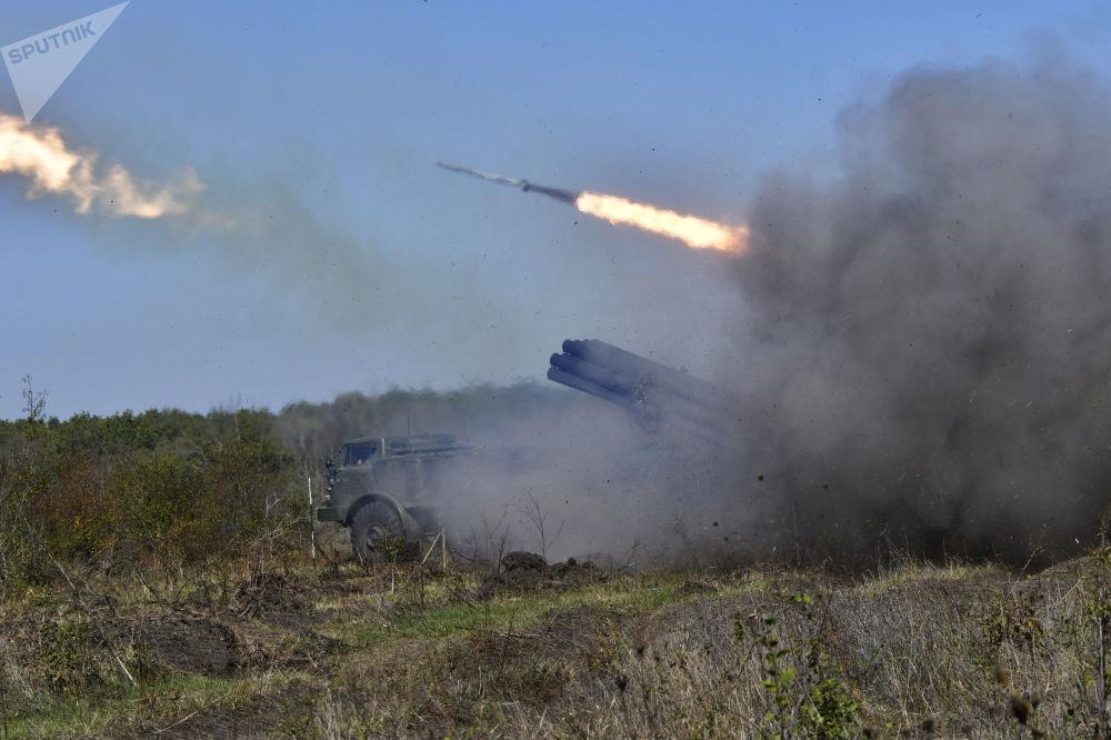 La artillería rusa 'se bate en duelo' con el enemigo virtual