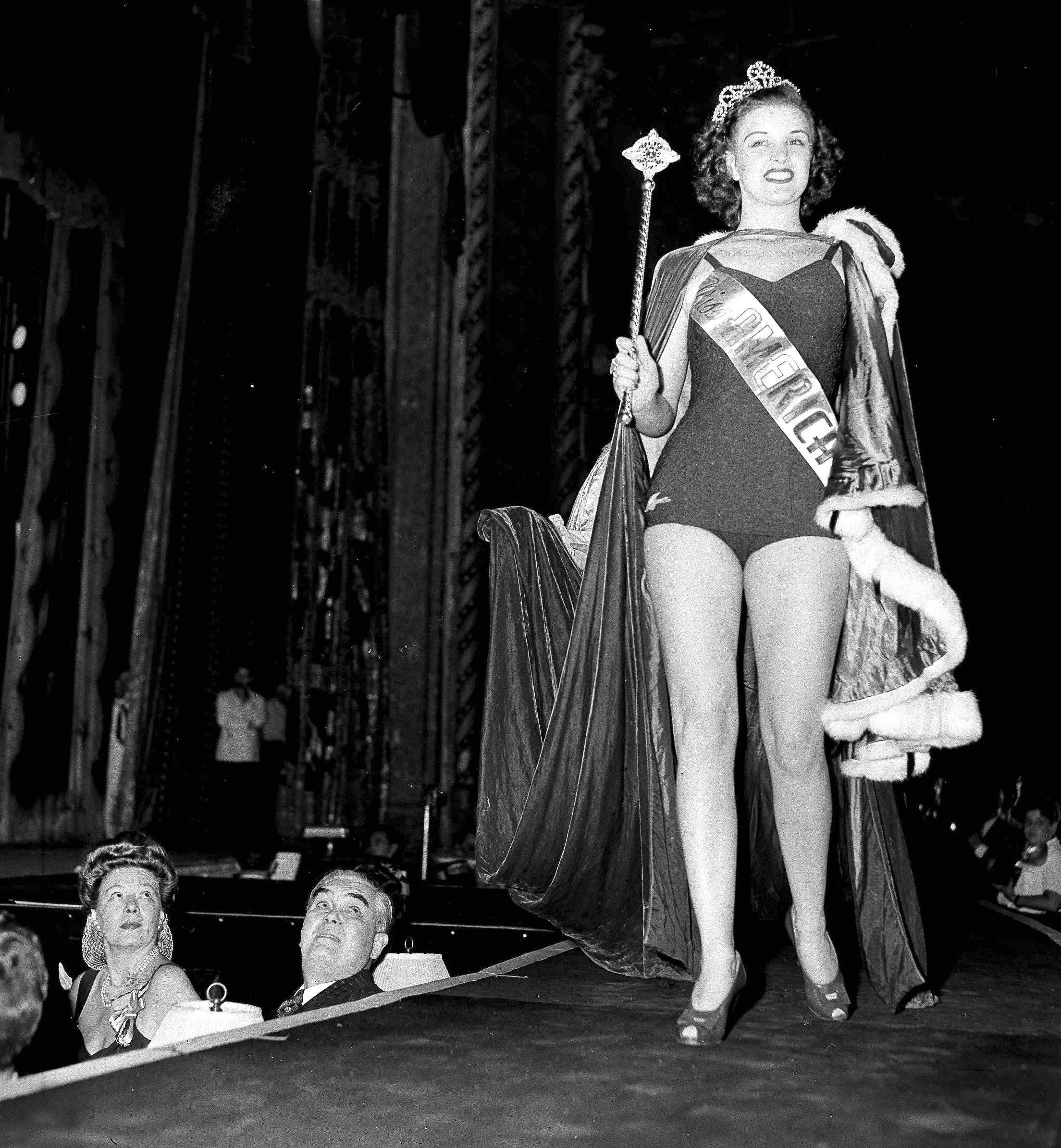 Venus Ramey, ganadora del concurso de belleza Miss America 1944