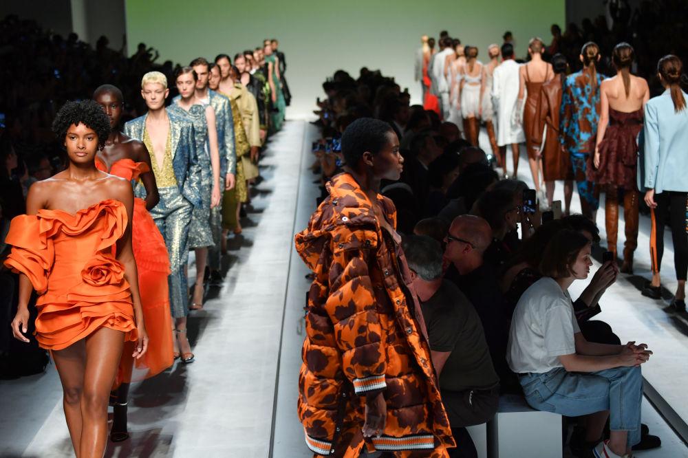 La mayoría de las muestras de la Semana de la Moda tienen lugar en Fiera di Milano, en la calle Gattamelata.
