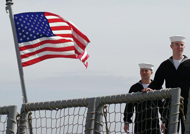 Моряки фрегата Военно-морских сил США