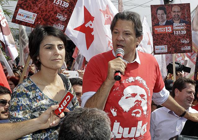 Manuela D´Ávila, aspirante a vicepresidenta del Gobierno de Brasil, y Fernando Haddad, candidato presidencial del Partido de los Trabajadores