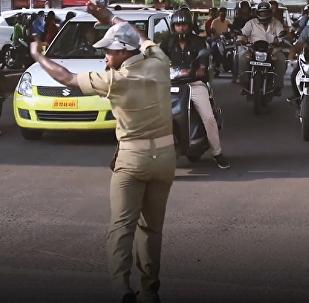 Pratap Chandra Khandwal, agente de tráfico en la India