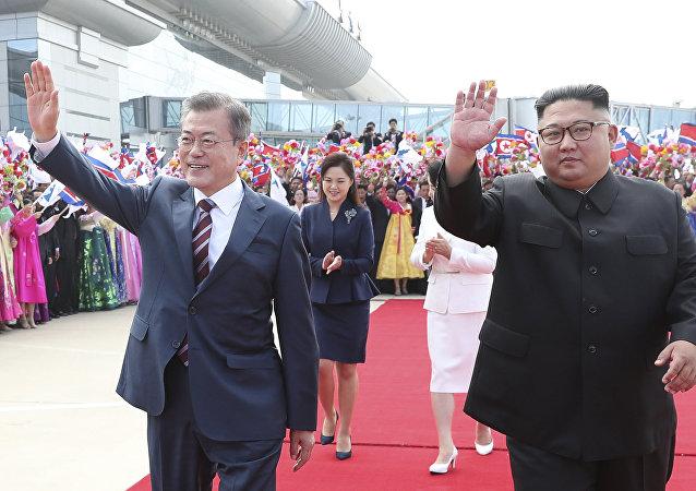 El presidente de Corea del Sur, Moon Jae-in, y el líder de Corea del Norte, Kim Jong-un