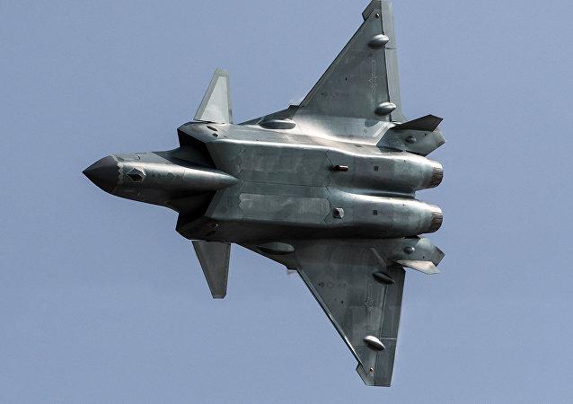 Caza futivo chino J-20