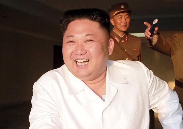Kim Jong-Un sonriendo