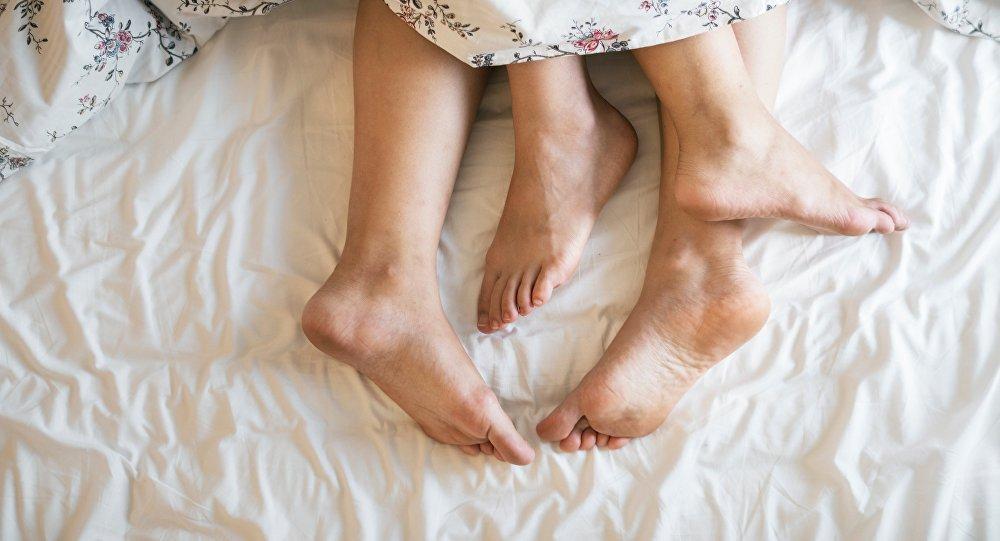 Los pies de los amantes (imagen referencial)