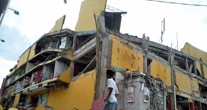 Las consecuencias del terremoto y del tsunami en Indonesia que ha dejado más de 400 muertos