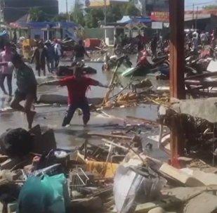 Indonesia, arrasada por un tsunami mortal