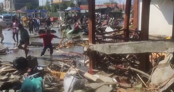 Indonesia, arrasada por un tsunami mortal