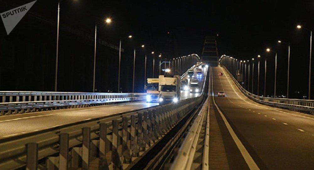 El puente de Crimea, por primera vez con camiones