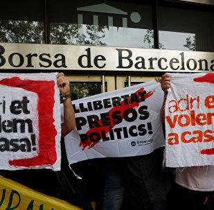 Manifestantes bloquean las puertas de la Bolsa de Barcelona
