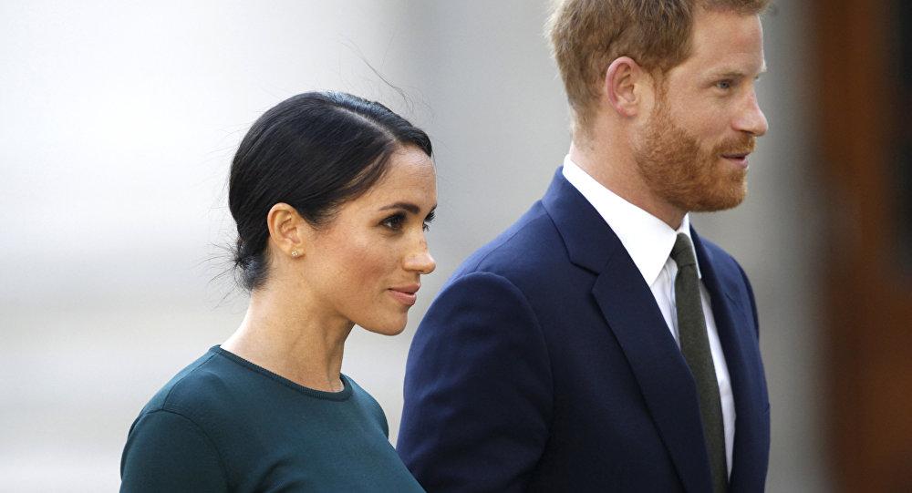 La exactriz estadounidense Meghan Markle y su marido, el príncipe Enrique