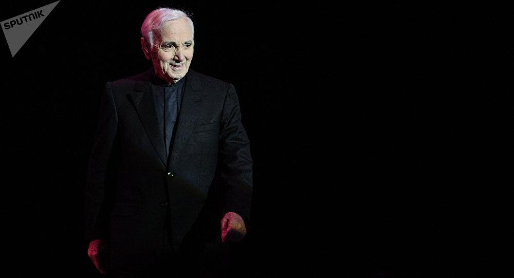 Charles Aznavour, el famoso cantante francés