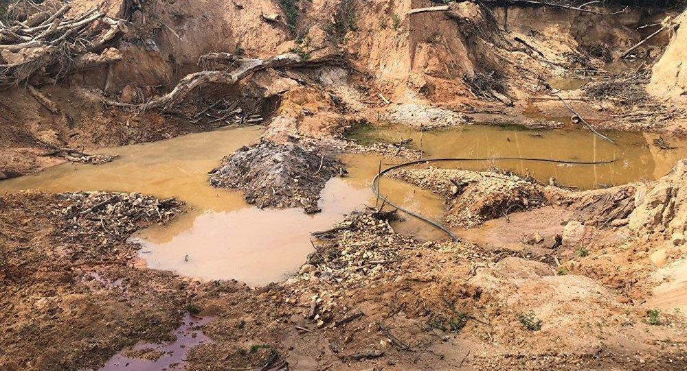 Una mina de oro ilegal en Mato Grosso