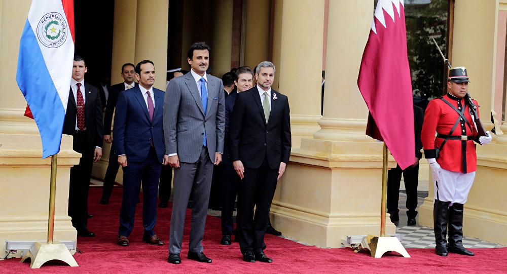 Tamin ben Hamad Thani, emir de Catar y Mario Abdo Benítez, presidente de Paraguay
