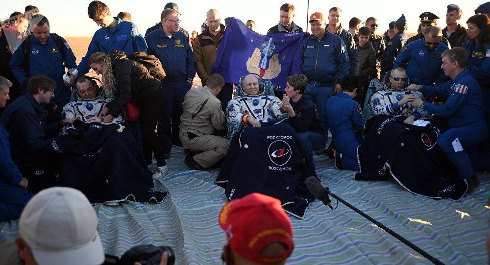 La tripulación acaba de regresar de la EEI en una nave rusa Soyuz