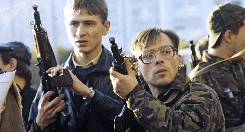 Hombres armados defienden la sede del Sóviet Supremo