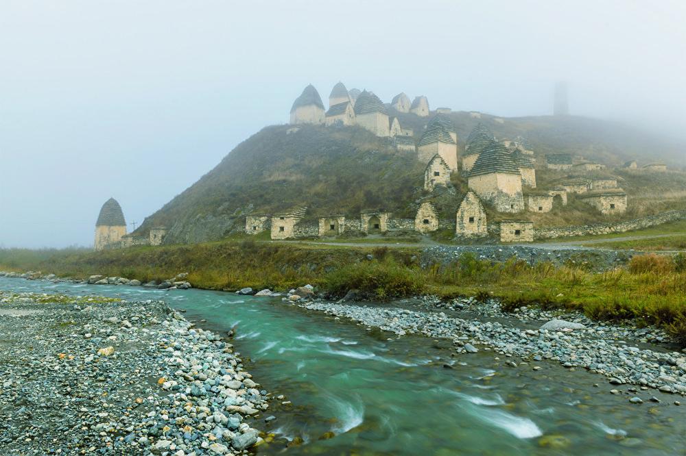 La fotografía 'La corriente del tiempo', de Eduard Kutigin, fue tomada en Dargavs (república rusa de Osetia del Norte-Alania).