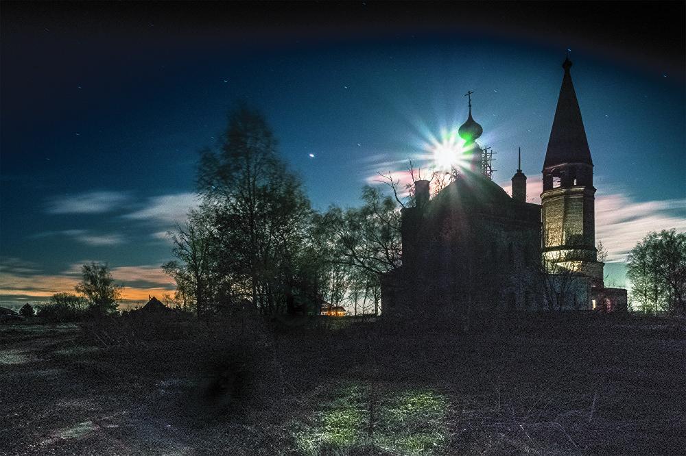 Este brillo de luna fue captado por la cámara de Ekaterina Kiréeva en el pueblo de Shukomosh, región de Ivánovo.