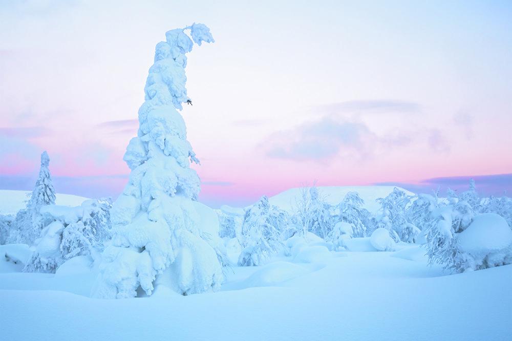 Vladímir Alekséev fotografió su obra 'Una vela de nieve' en el norte de los Urales.