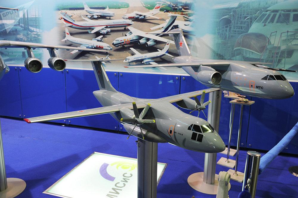 Avión ligero de transporte militar Il-112V