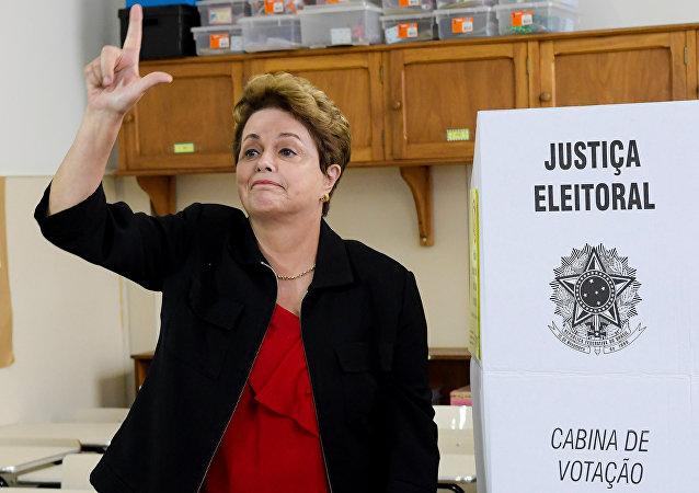Dilma Rousseff, expresidenta de Brasil, tras votar en Minas Gerais