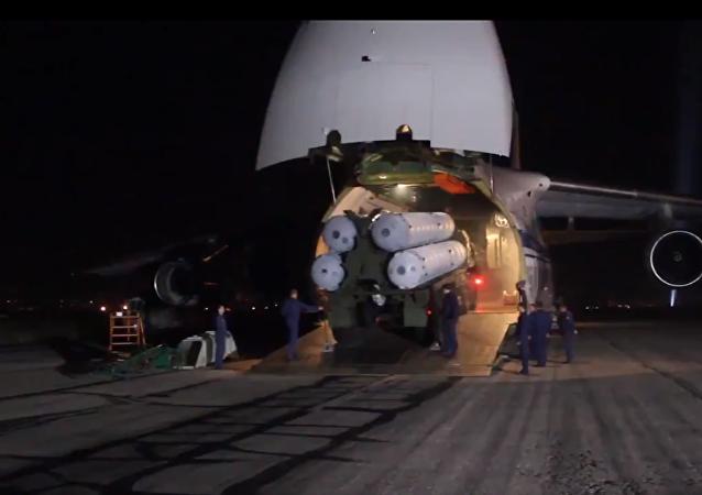 Publican nuevas imágenes de la llegada de los S-300 rusos a Siria (video)