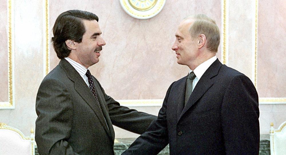 El expresidente del Gobierno de España, José María Aznar, y el presidente de Rusia, Vladímir Putin (archivo)