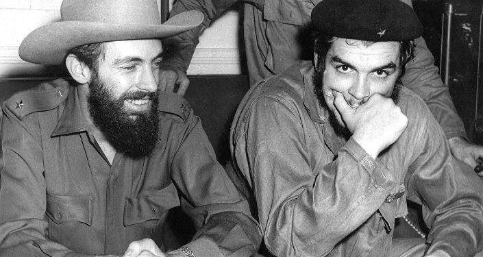 Camilo Cienfuegos y el Che Guevara