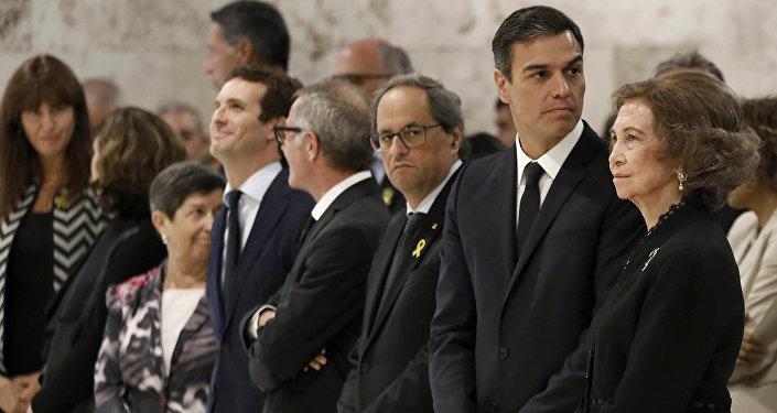 El presidente de la Generalitat, Quim Torra, el presidente del Gobierno español, Pedro Sánchez y la reina Sofía