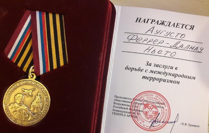 La medalla del Ejército ruso como reconocimiento a la lucha contra el terrorismo internacional. El cuadro de Ferrer-Dalmau será un alegato contra este y a favor de la paz