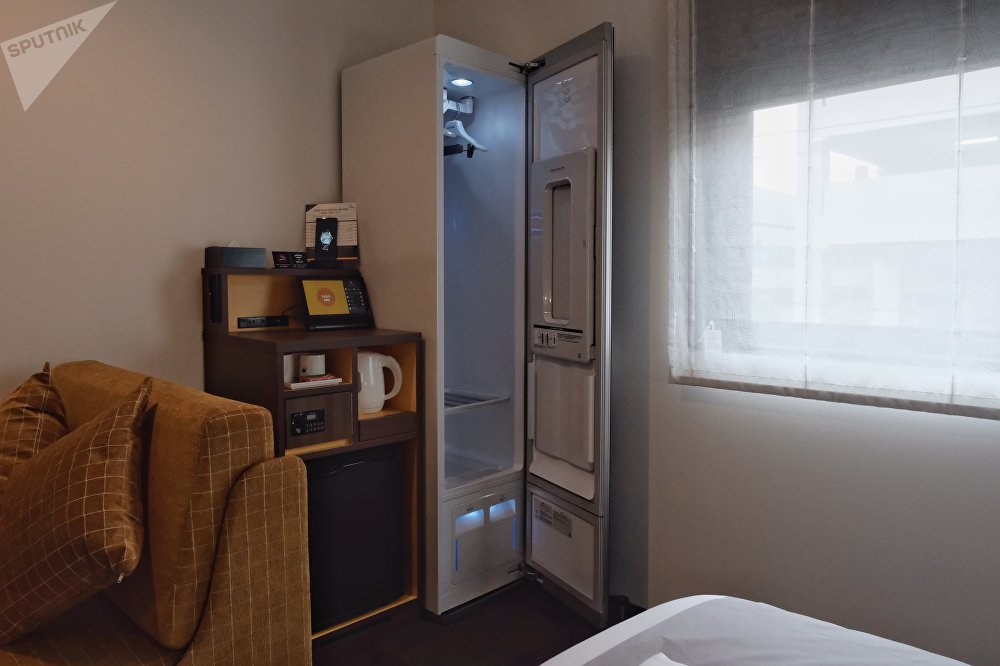Este armario te lava y te plancha la ropa. Y encima huele bien.