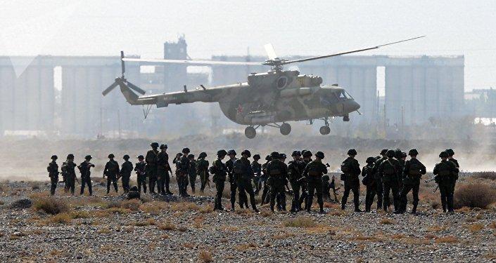 Militares durante el ejercicio Vzaimodeistvie 2018