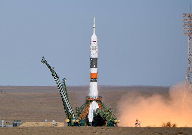 Lanzamiento del Soyuz-MS-10