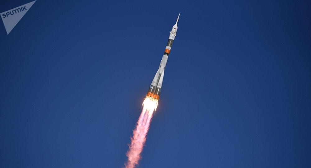 Nave Soyuz con 2 astronautas aterrizó de emergencia