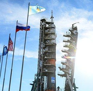 El Soyuz-FG con el vehículo tripulado Soyuz MS-10 en la plataforma de lanzamiento del cosmódromo de Baikonur