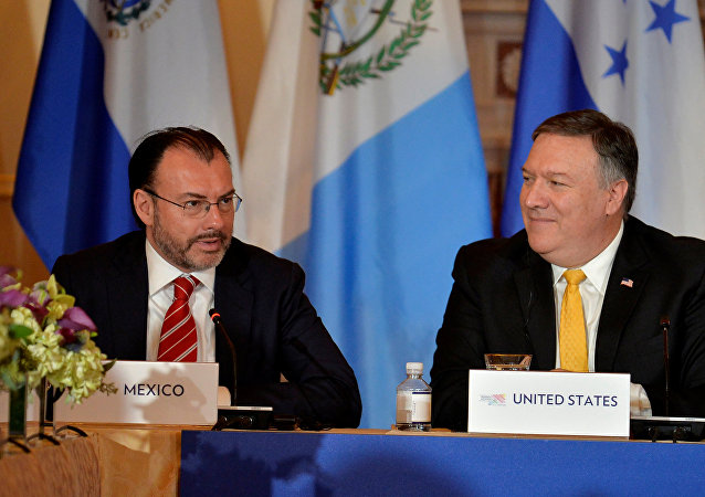 Luis Videgaray, canciller mexicano, y Mike Pence, vicepresidente de EEUU