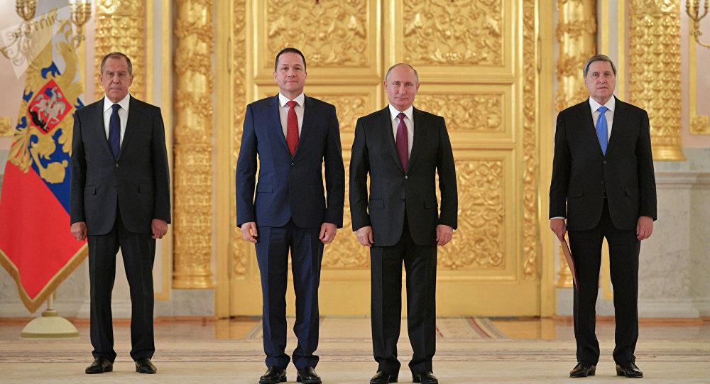 El embajador de Venezuela en Rusia, Carlos Rafael Faría Tortosa, y el presidente de Rusia, Vladímir Putin en la ceremonia de recepción de cartas credenciales de los embajadores