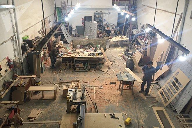 Taller donde se construyen el mobiliario y la escenografía para los juegos