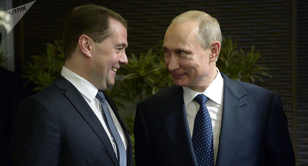 Dmitri Medvédev y Vladímir Putin (archivo)