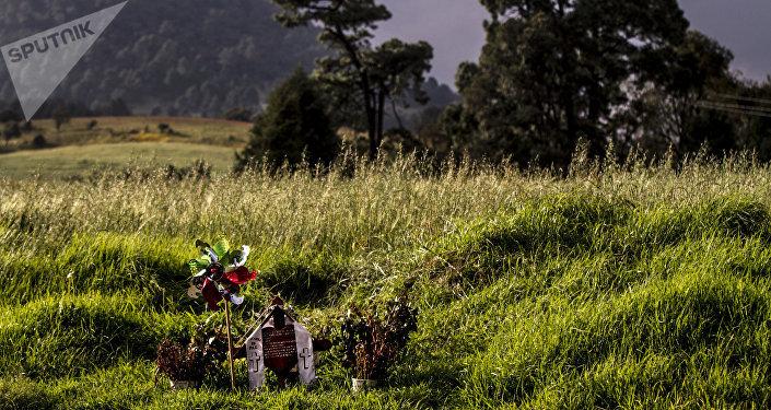 Cenotafio de Pedrito Martiñón en el kilómetro 35,5 de la carretera 95 México-Cuernavaca quien murió en un accidente de tránsito