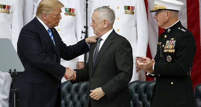 El presidente de EEUU, Donald Trump, el secretario de Defensa de EEUU, James Mattis, y el jefe de Estado Mayor de EEUU, Joseph Dunford (archivo)