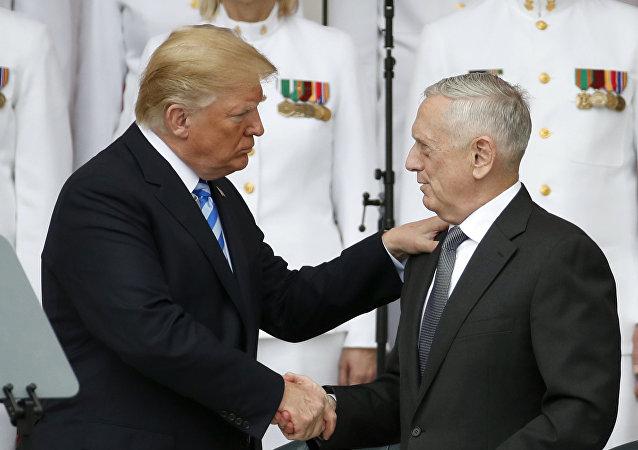 El presidente de EEUU, Donald Trump, el secretario de Defensa de EEUU, James Mattis, y el jefe de Estado Mayor de EEUU, Joseph Dunford (archivo)