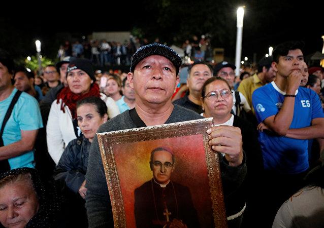 La ceremonia de canonización del fallecido arzobispo de San Salvador Óscar Arnulfo Romero