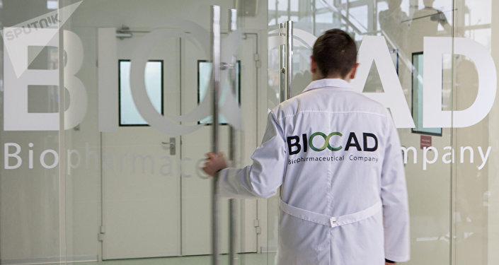 Un empleado de la farmacéutica rusa BIOCAD