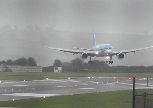 Mantengan la calma: el peligroso aterrizaje de un Boeing en plena tormenta